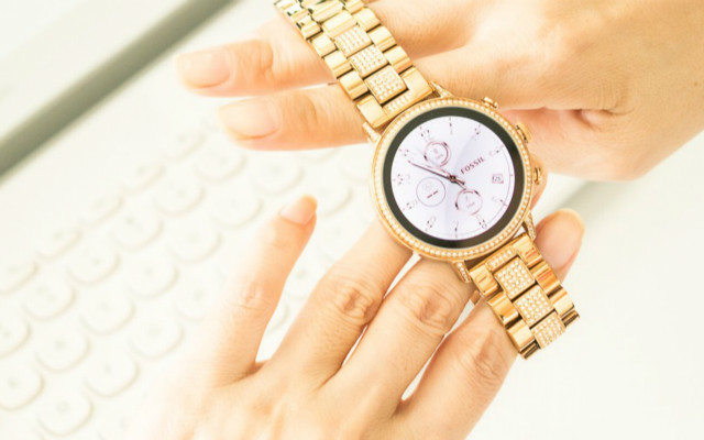 戴时尚,用智能,手腕上的浪漫,FOSSIL最新款触屏腕表开箱实测