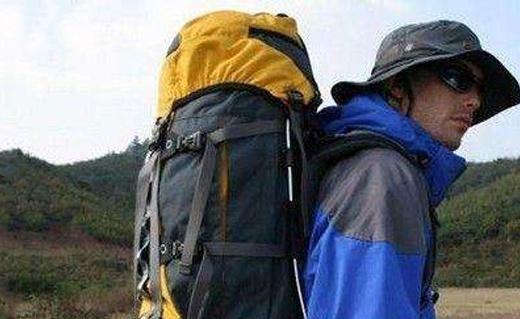 黑钻户外登山包:防弹布耐磨抗撕,舒适背负设计