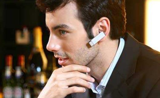 Plantronics蓝牙耳机:智能数字降噪,语音通话音质超清晰