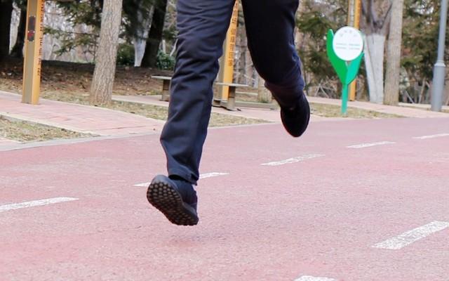 方便舒適不捂腳,行承3代運動鞋深入體驗