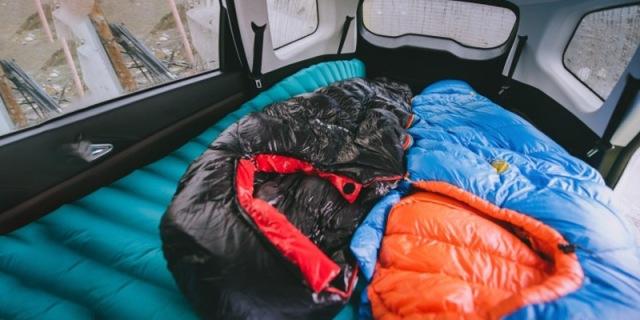 雪山上睡觉,也让你暖暖和和的,大粗腿定制1000G睡袋体验