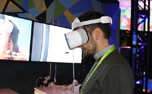 联想推首款骁龙835二合一本,VR头盔/相机亮相