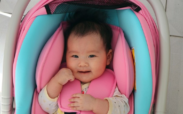 更安全更放心,可供多场景使用的婴儿安全座椅