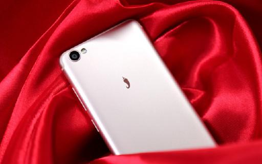 红辣椒4A手机评测:全民开黑,简单直接