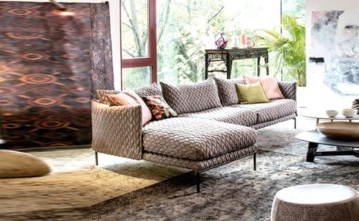 Nimo布艺沙发:优选桦木加不锈钢材质,抚慰疲劳舒适体验