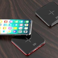 三台手机都同时能充的充电宝,不仅身材迷你,还支持无线充电