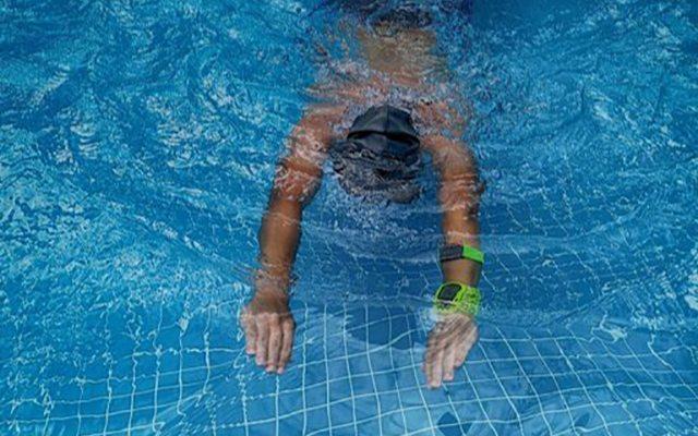 防水耐汗 超長續航, Rhythm 24臂式光電心率帶體驗