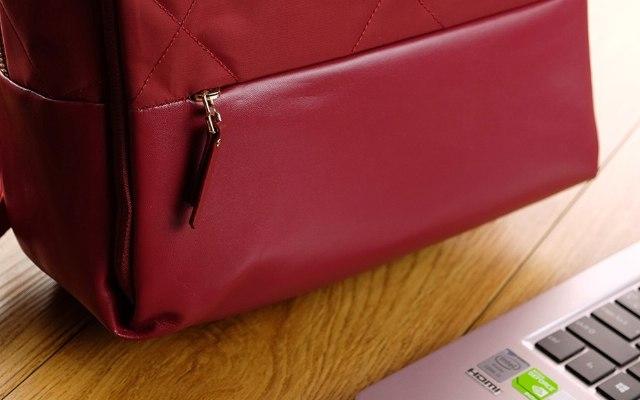 这给小姐姐准备的一款具有少女属性的通勤包 — 90分时尚都市菱格女生背包