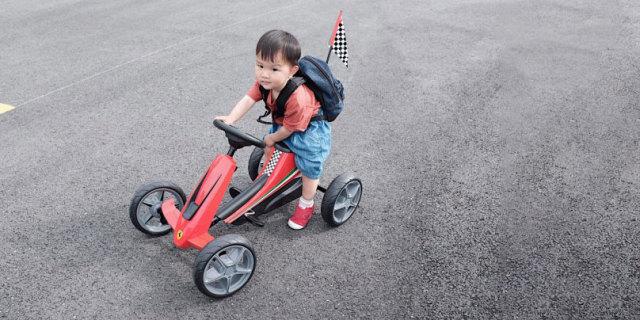 法拉利造型 方向盘操控,儿童脚踏车也可以很拉风 — 法拉利儿童卡丁车体验