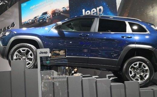 Jeep全新自由光要炸天!同级最强四驱识别17种路况,配牧马人同款发动机