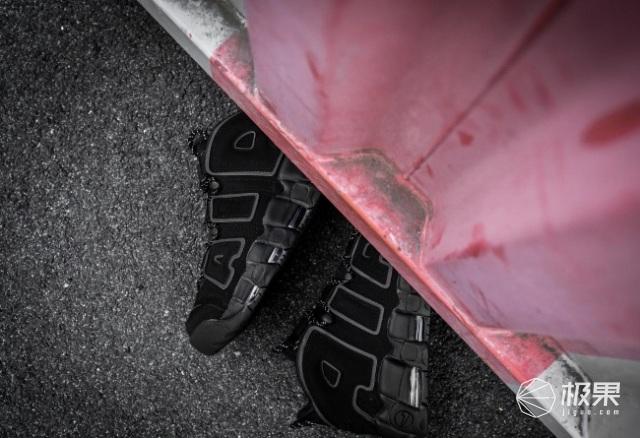 NikeAir再发酷黑配色,气垫王携时尚卷土重来