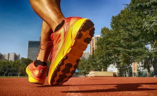 R2智能跑鞋体验,脚感舒适 回弹有力,伴你跑步的私人教练