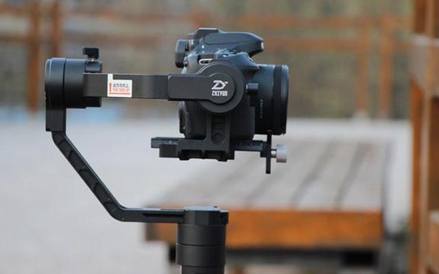 """自动跟焦单手可操控,让你视频拍片""""稳如泰山"""" — 智云云鹤2 相机稳定器评测"""