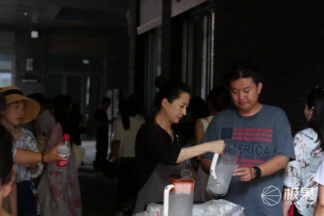 星巴克旗舰店「人间观察」:文青大食堂,网红菜市场