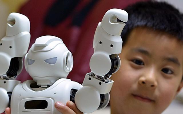 与孩子们共同长大--优必选 Alpha Ebot 智能教育机器人