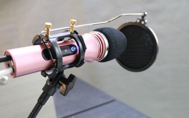 多种特效+专业级电音效果,网红主播必备神器 — 联想 UM18手机直播麦克风体验 | 视频