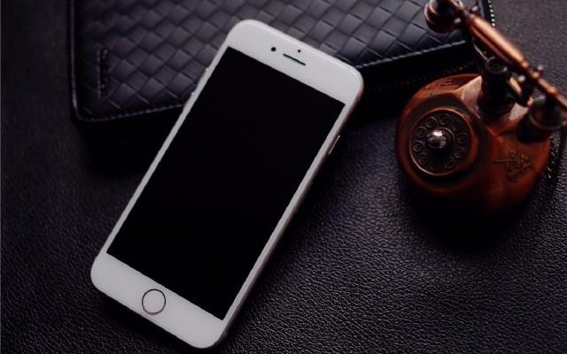 玻璃+金属,拿得起放不下,最美iPhone8复活致敬乔帮主