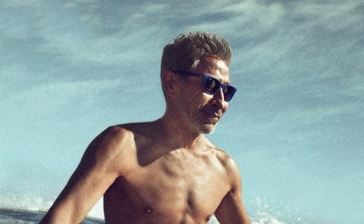 雷朋黑框太阳镜:镜片防光护眼,经典外观让你帅过阿汤哥