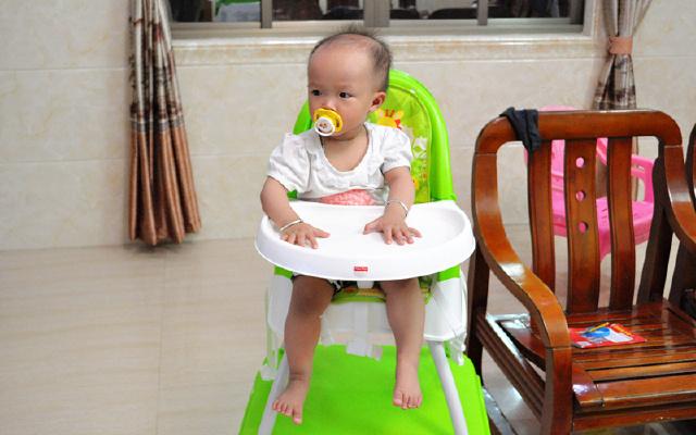 安全陪伴宝宝成长 - 美泰费雪四合一高餐椅体验