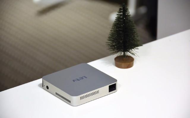 樂視迎來新品:比手機更小的投影,卻可以投射百寸?