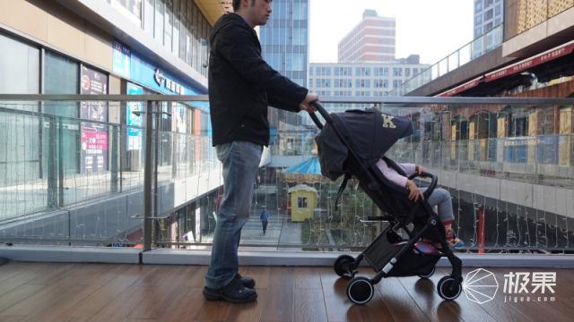 拖着拉杆箱逛街?Kiwy依娜带你认识不一样的儿童小推车