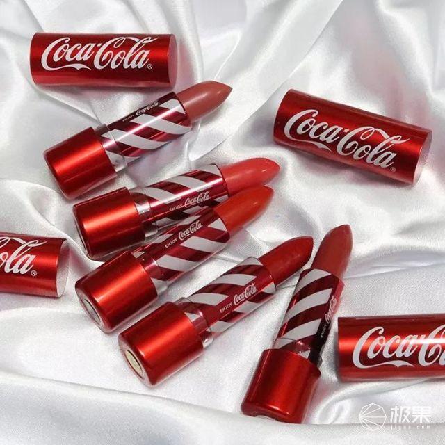 噸噸噸!可口可樂再出聯名款,這次居然是一只馬卡龍?