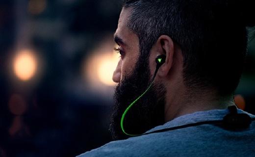 雷蛇战锤狂鲨BT版耳机:配色骚气又惹眼,充电一次听歌8小时