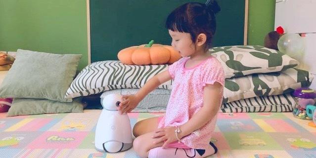 奥科流思0号:能唱会跳,孩子的智能好玩伴