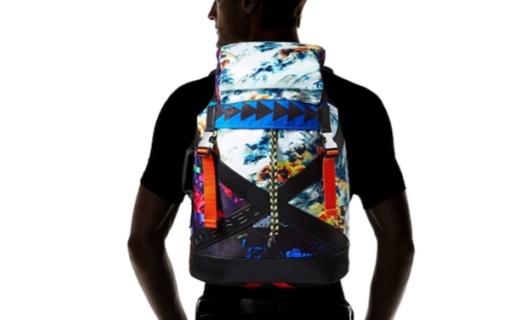 迪赛男士双肩包 :年代印花设计,同色饰边时尚百搭