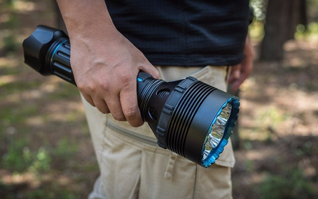 OLIGHT X9R手电体验:军工品质,2.5万流明亮度秒杀汽车大灯