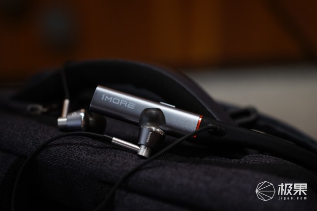 万魔(1MORE)三单元圈铁蓝牙耳机