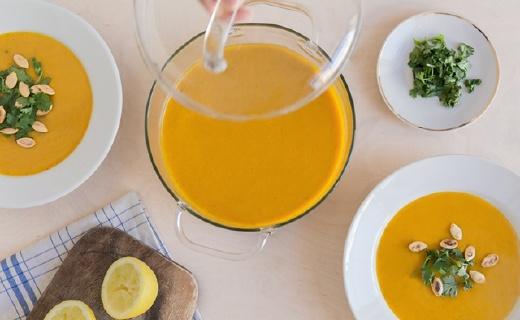 设计师推晶莹剔透玻璃罐和平底锅,看到食物的味道