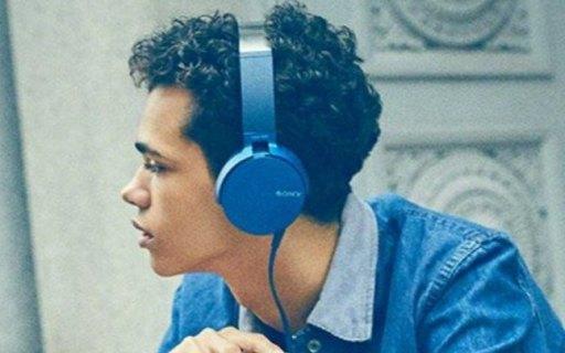 索尼头戴式耳机:炫彩多色流行音乐利器,旋转轴设计轻巧便携