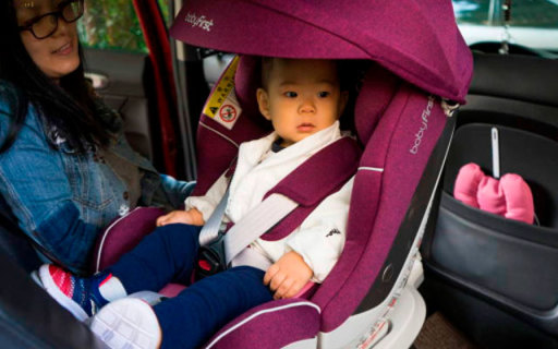 爸爸驾车出行,有它孩子更安全,宝贝第一灵眸安全座椅评测