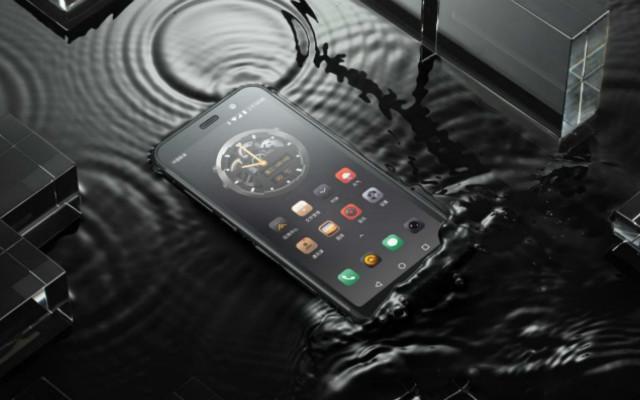 """战狼手机再推新机,颠覆户外手机""""板砖""""造型,AGM X3测评"""