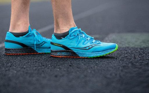 圣康尼Freedom Iso跑鞋:全橡胶大底稳固耐磨,织物鞋面更透气