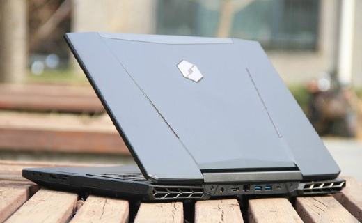 机械革命笔记本:酷睿处理器高速运算,FHDIPS屏幕大内存