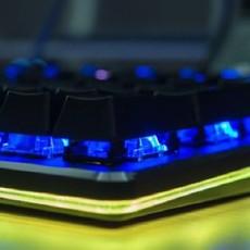 让桌面更多光效 - 达尔优EK925 RGB机械键盘开箱
