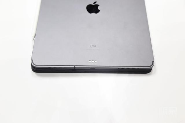 香疯了!船新iPadPro动手玩:轻薄顺滑,不可思议