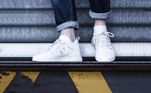 耐克篮球鞋:网布材质透气不闷,科技鞋底助你发挥出色