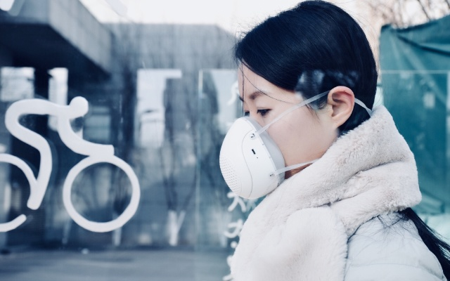 """这雾霾""""电动收割机"""",让你畅快呼吸整个冬天 — 幻响风小净 智能电动新风口罩体验"""