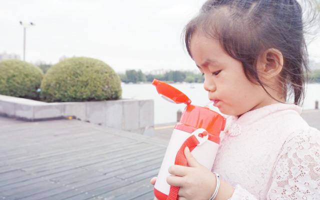 精灵鸟智能儿童保温杯,声光互动,成为孩子的喝水好伙伴