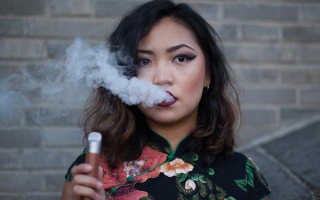 颜值与功能兼备,令人爱不释手的电子烟 — 山岚智能电子烟体验   视频