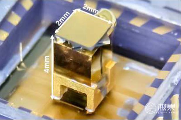不到拇指大!日本理光开发出超微型原子钟,功耗超低精度不减