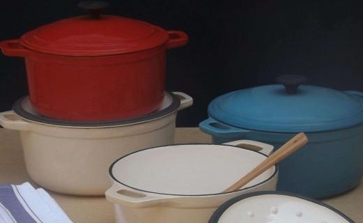 康宁红色珐琅铸铁炖锅:加厚内壁长效保温,珐琅涂层安全健康