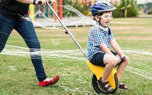 史上最拉风的婴儿车,让孩子坐上风火轮风驰电掣