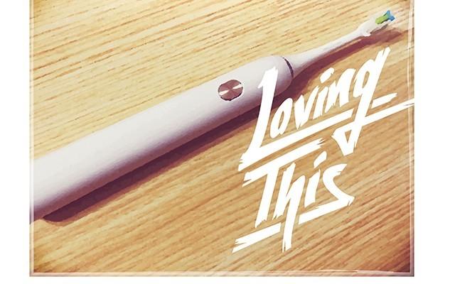 人生第一把超声波电动牙刷,从充电底座开始美化了我