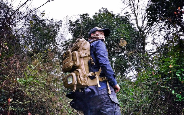 尸毒爆发,还好我在僵尸来袭之前已入这背包 — 马盖先 蜜獾背包测评