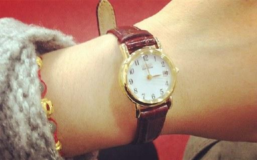 西铁城光动能女士腕表:金棕配色高贵优雅,真皮表带大气百搭