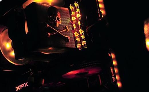 浓郁军事迷彩元素,整机联动灯效 - TUF Gaming联盟主机秀